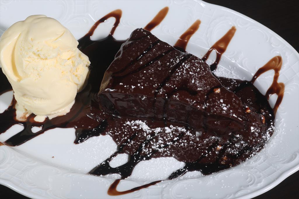 פאדג' שוקולד חמה עם גלידה